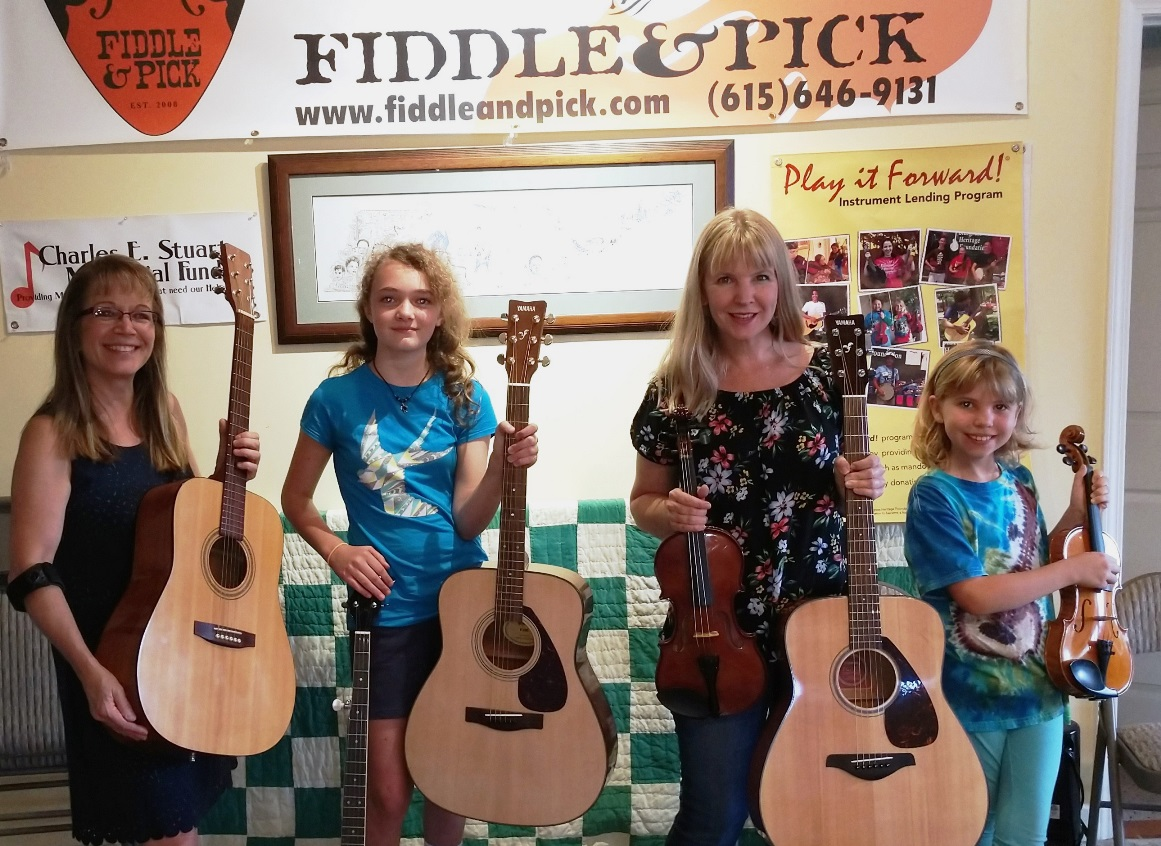 Gretchen May, student Fiona, and Julie & Jessica Tompkins at Fiddle & Pick (July 2018)